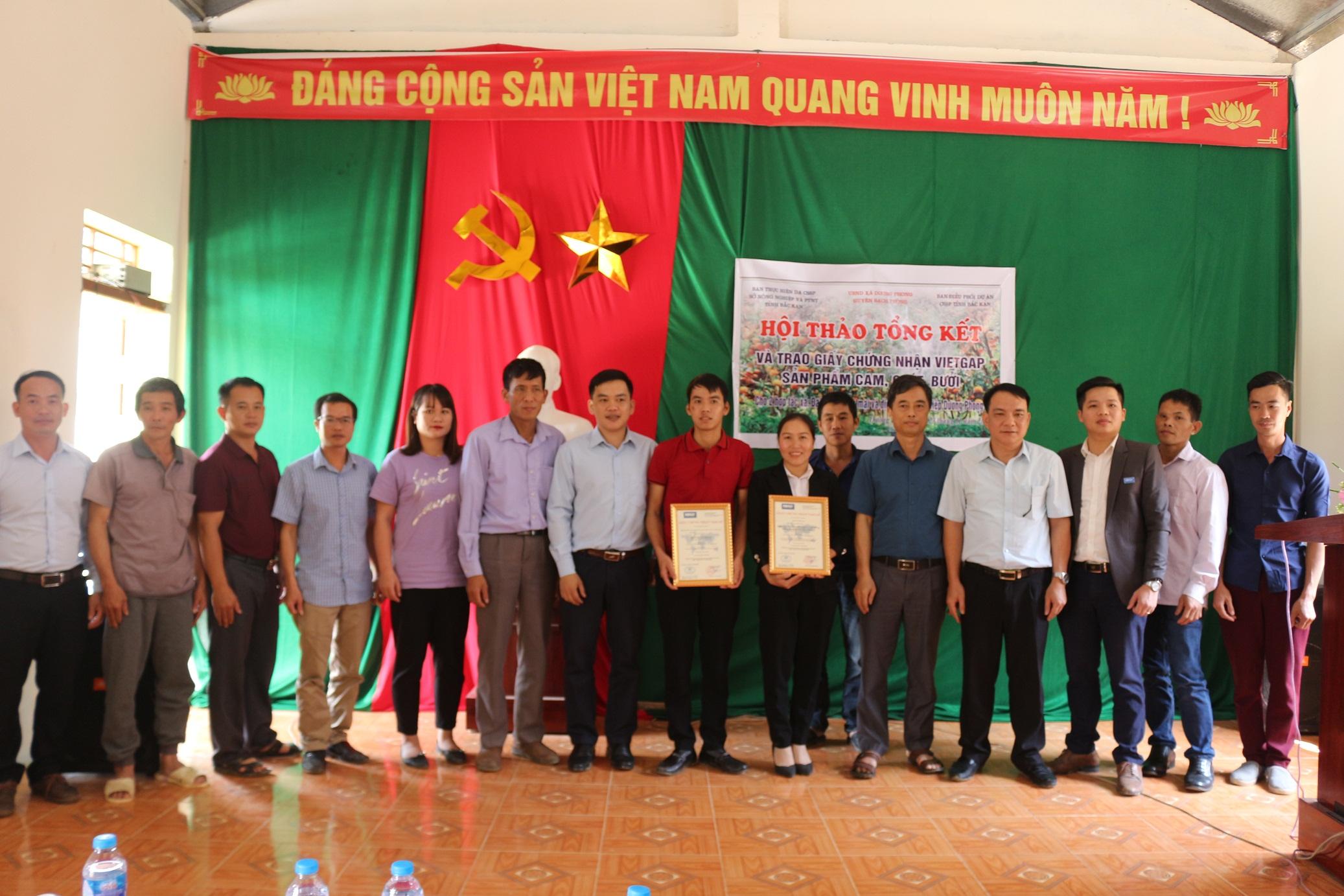 Hai Hợp tác xã của huyện Bạch Thông được chứng nhận sản phẩm cam, quýt, bưởi phù hợp tiêu chuẩn VietGAP