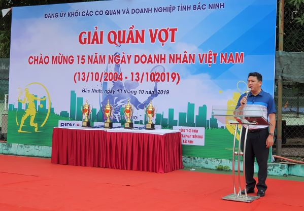 Đồng chí Đỗ Đình Hữu, TUV, Bí thư Đảng ủy Khối CCQ&DN tỉnh khai mạc giải đấu