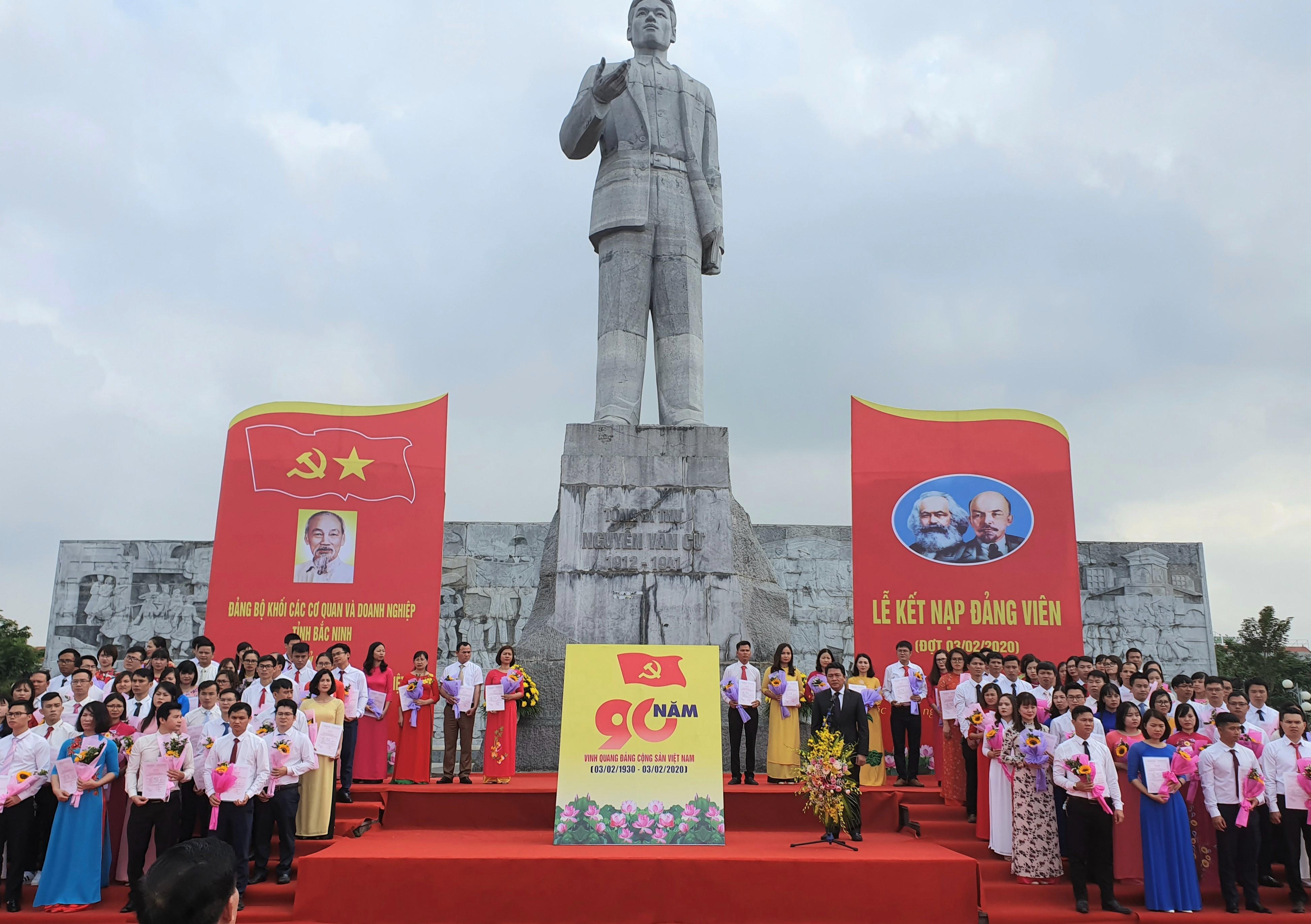 Bí thư Đảng ủy Khối Đỗ Đình Hữu phát biểu bế mạc buổi lễ