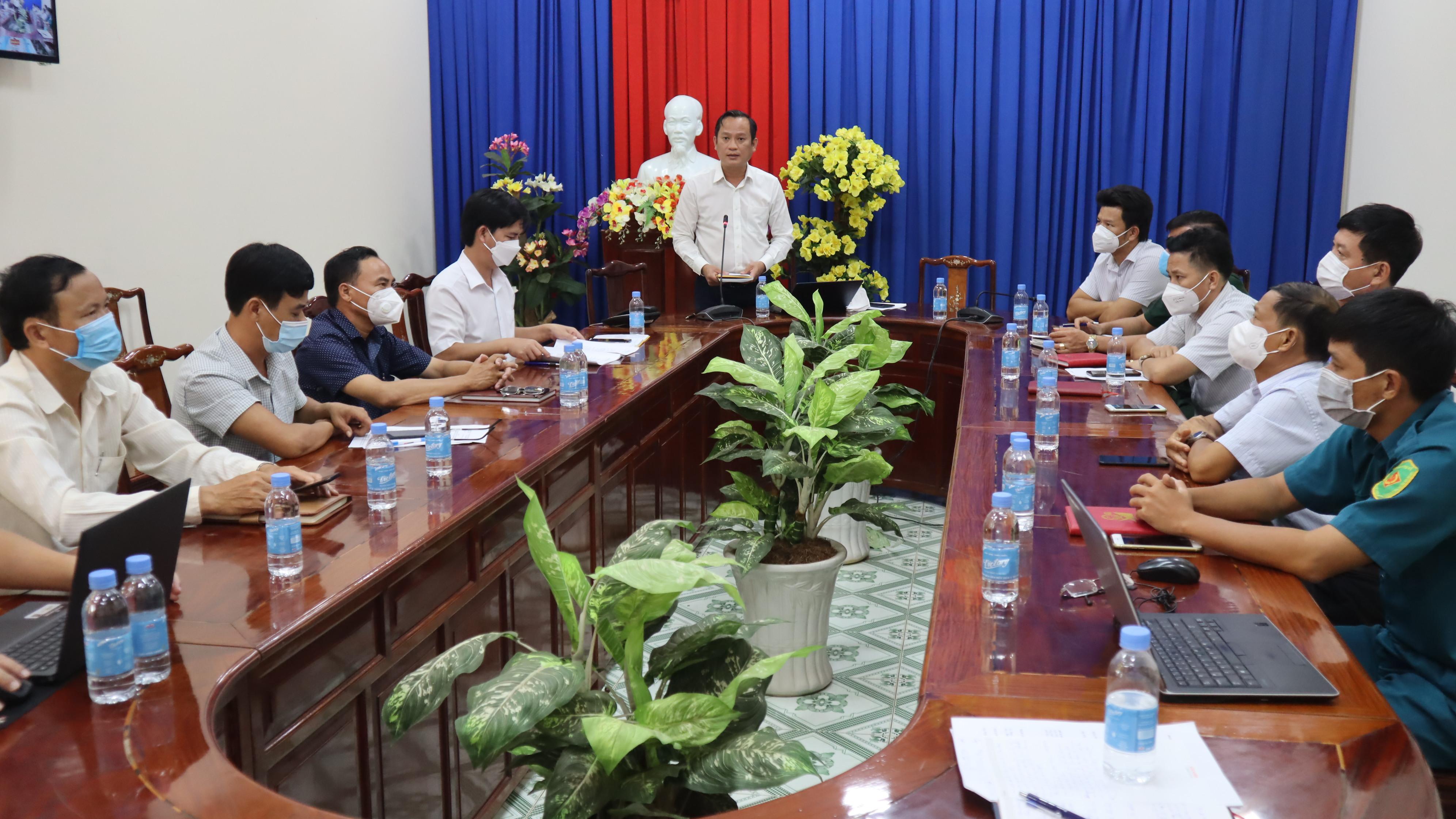 Chủ tịch UBND thành phố Nguyễn Minh Bình chủ trì họp trực tuyến về  công tác phòng chống lụt bão tại điểm cầu Đồng Xoài
