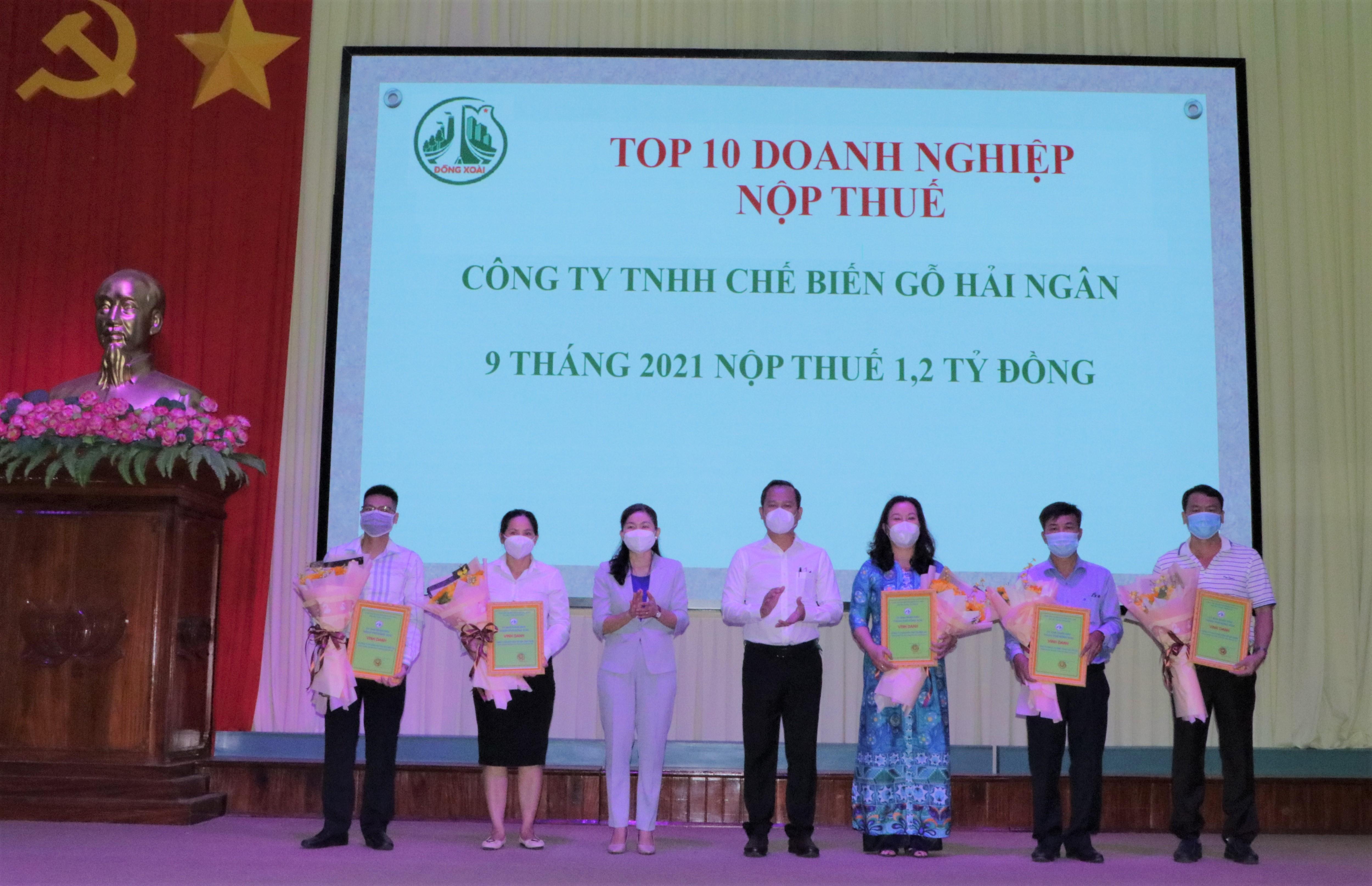 Đồng Xoài: vinh danh 28 doanh nghiệp, doanh nhân tiêu biểu nhân ngày doanh nhân Việt Nam