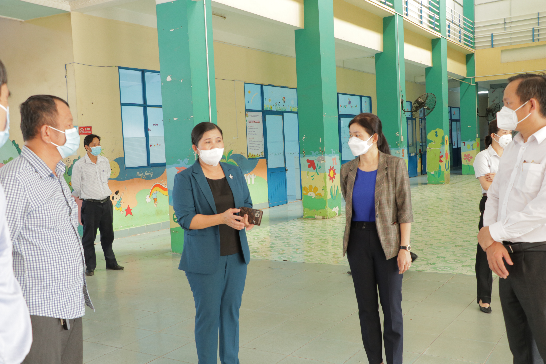Chủ tịch UBND tỉnh Trần Tuệ Hiền kiểm tra tiến độ thi công bệnh viện dã chiến tỉnh quy mô 210 giường
