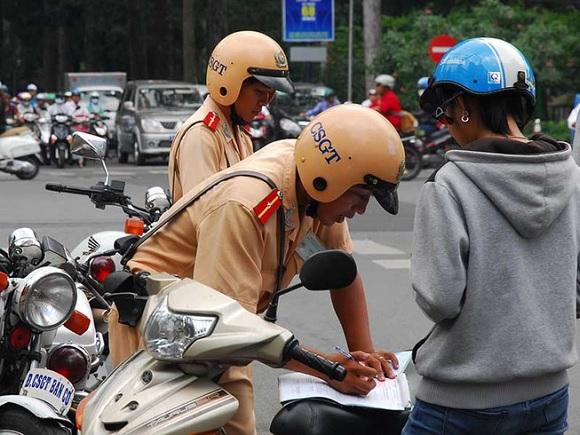 Đồng Xoài xử phạt gần 4.000 trường hợp vi phạm trật tự an toàn giao thông.