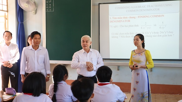 Trường THCS Tân Phú đảm bảo các điều kiện để tổ chức dạy song ngữ và xây dựng trường học thông minh.