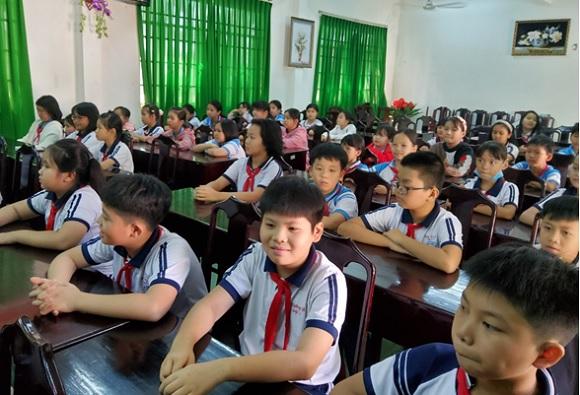 """Trường tiểu học Tân Phú tổ chức hội thi  """"Kỹ năng đánh máy tính"""" dành cho học sinh."""
